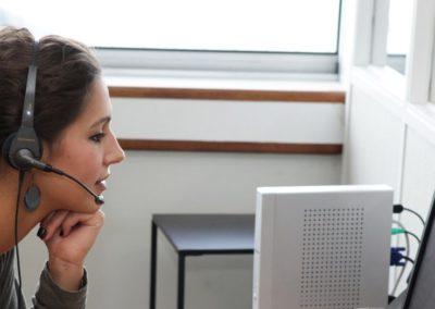 Enquêtrices fidélisées et formées aux techniques de l'entretien téléphonique